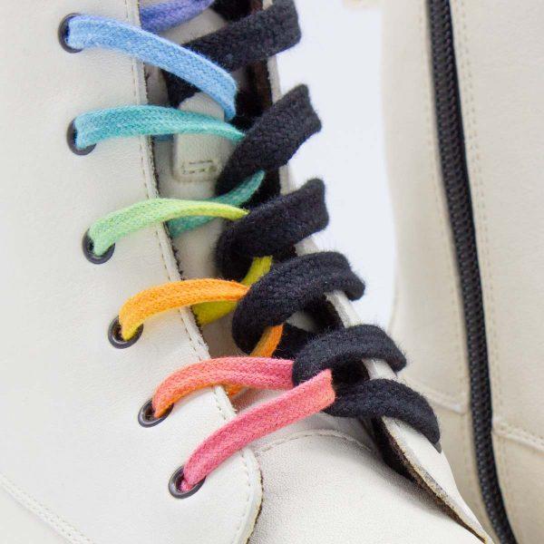 schwarzweiße Stiefel - Einhorn - detail regenbogen Schnürsenkel
