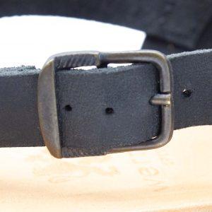 Römersandale - Akelei - schwarz - Detail Schnalle