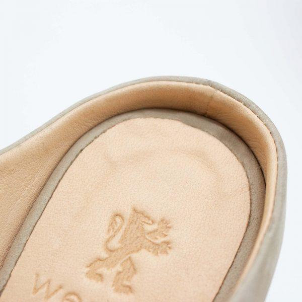Pantoletten mit Absatz - Elfenschuh - sand - Detail Ferse