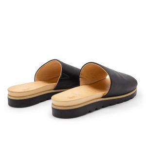 Pantolette mit breitem Riemen - Windrose - Hinten - schwarz