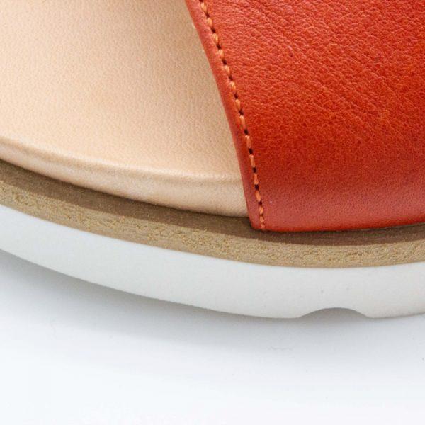 Pantolette mit breitem Riemen - Windrose - Detail Sohle - rostrot