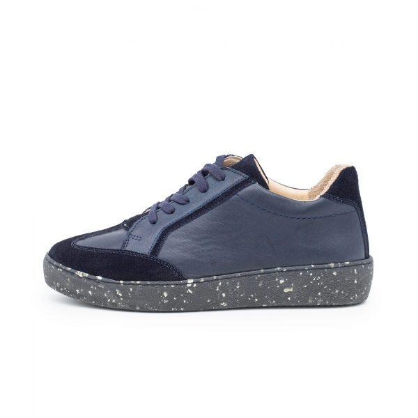 dunkelblauer Sneaker